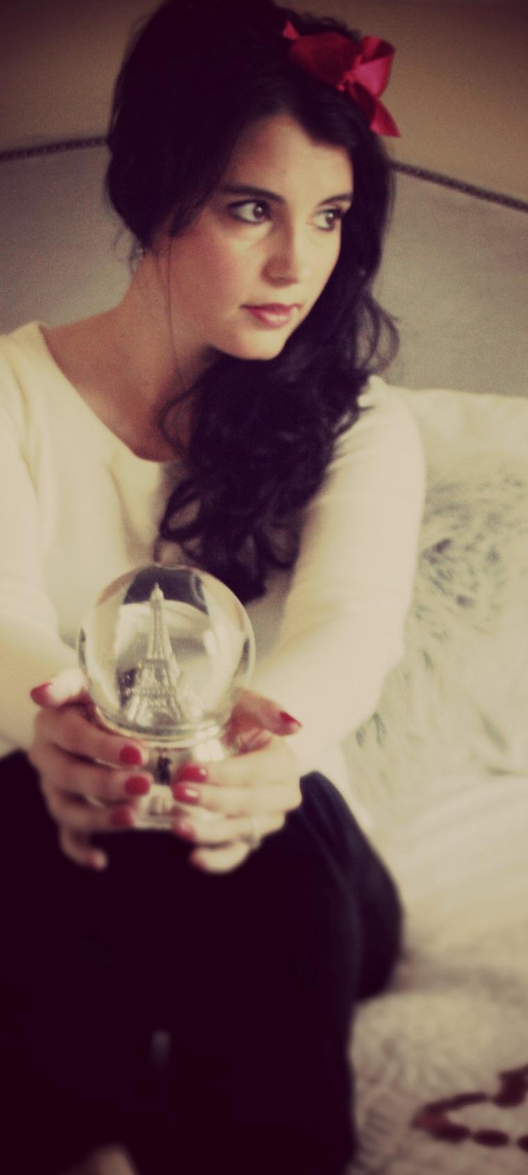 eiffel globe