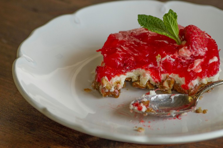 strawberry pretzel salad desset