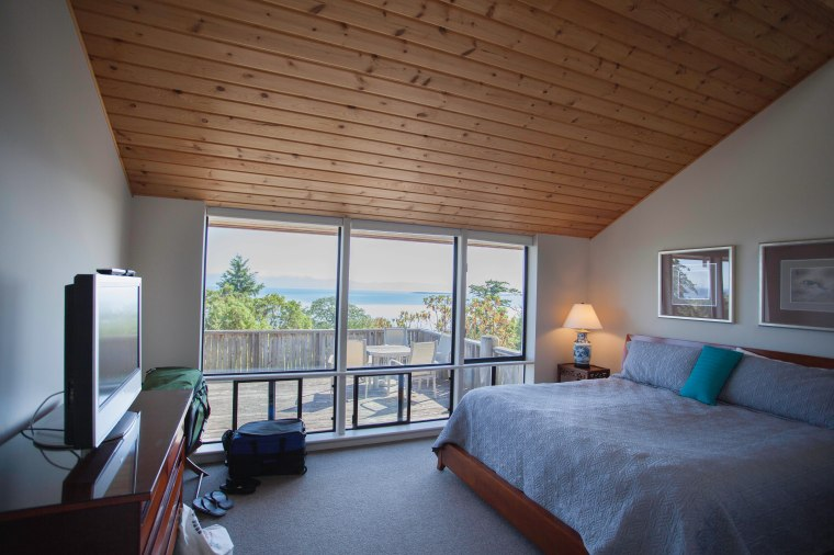 Whale watching from the comforts of a king sized bed...
