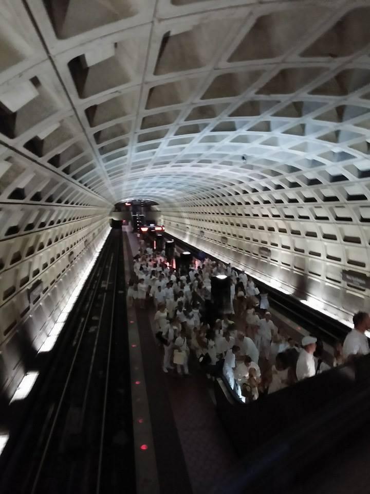 Diner en Blanc Metro ride