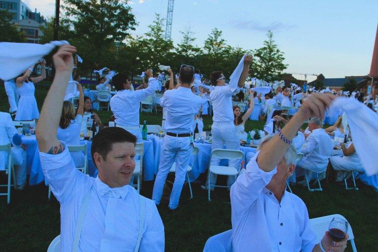 Diner en Blanc napkin waving